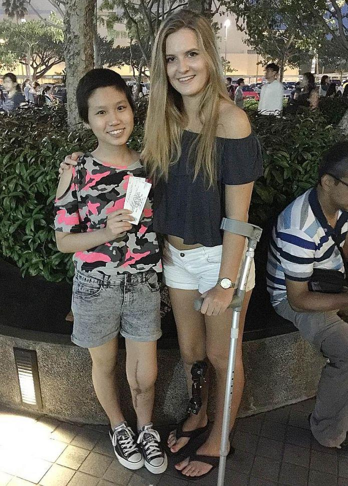 Cancer Survivors Meet Taylor Swift Backstage At Singapore Concert Latest Music News The New Paper