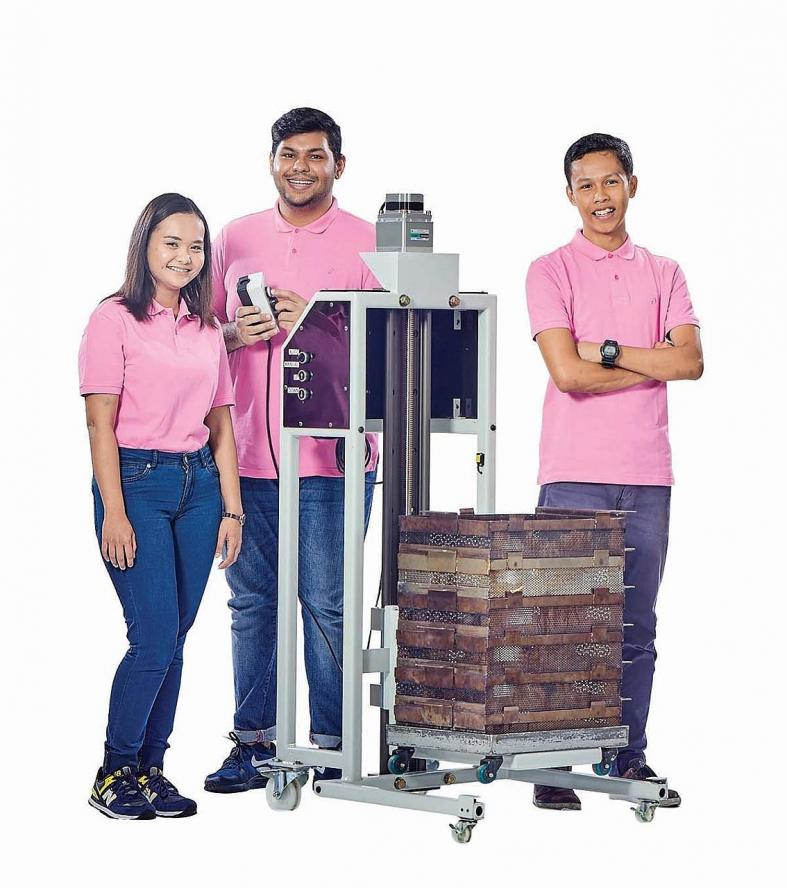 ITE students do the heavy lifting