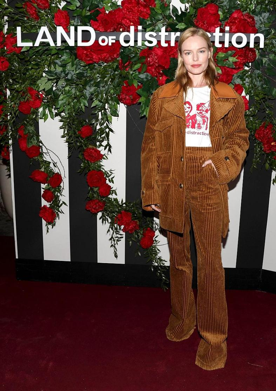 Olga Kurylenko shows up in the perfect dress for Christmas