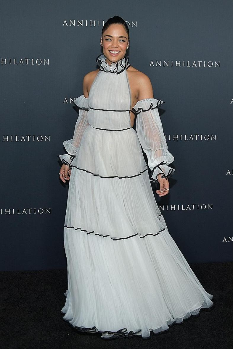 Elle Fanning, costume drama queen