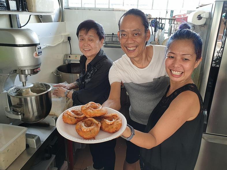 Eatz Vadai revives famed Gordon's prawn vadai
