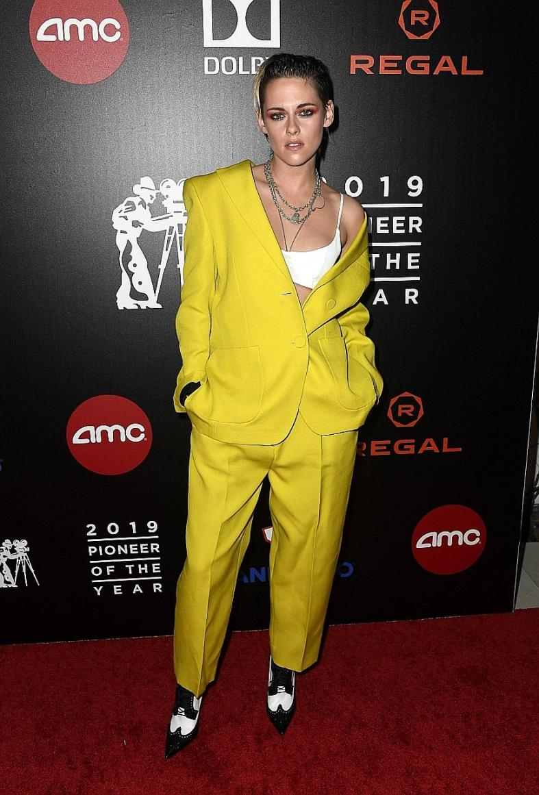 Olivia Munn shines past the week's top fashion trolls