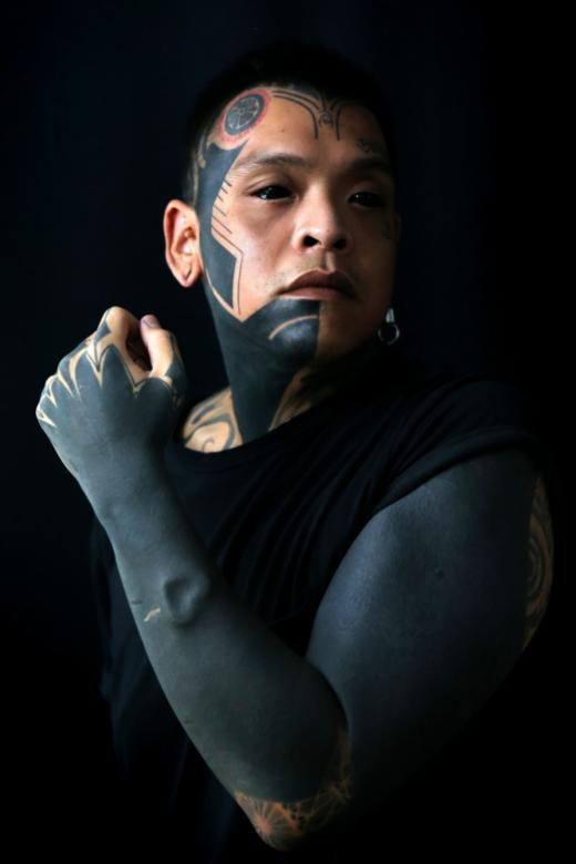 Tattoo artist Chester Lim has become known for his blackout tattoos. His own blackout tattoo covers part of his face and his entire left arm.