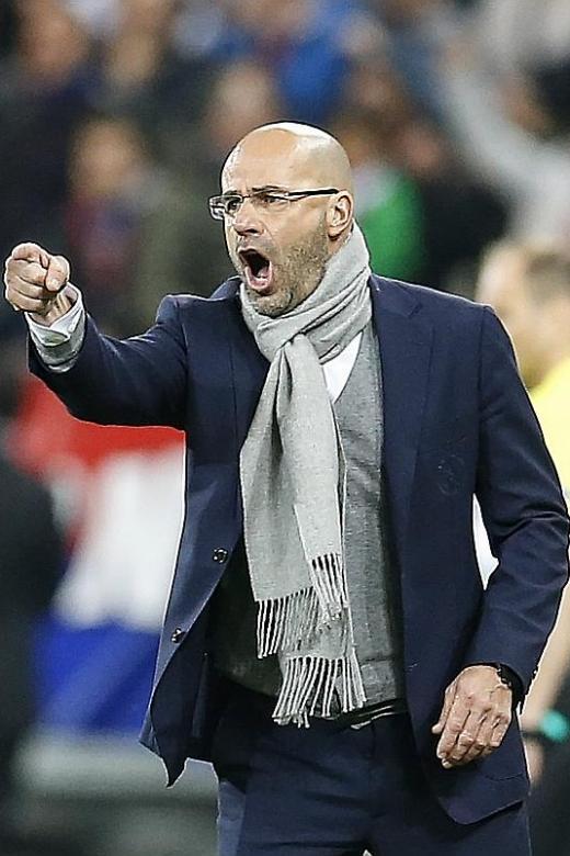 Bosz plots Man United's downfall