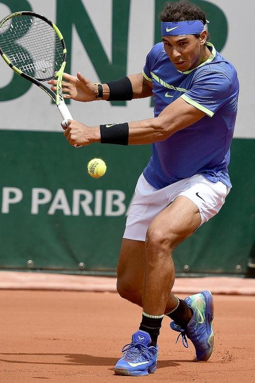 Nadal cruises into quarters