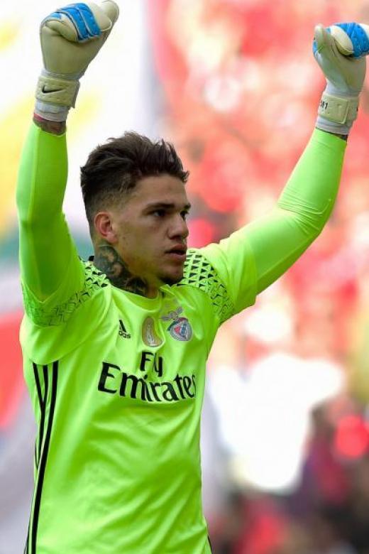 Man City sign goalkeeper Ederson from Benfica