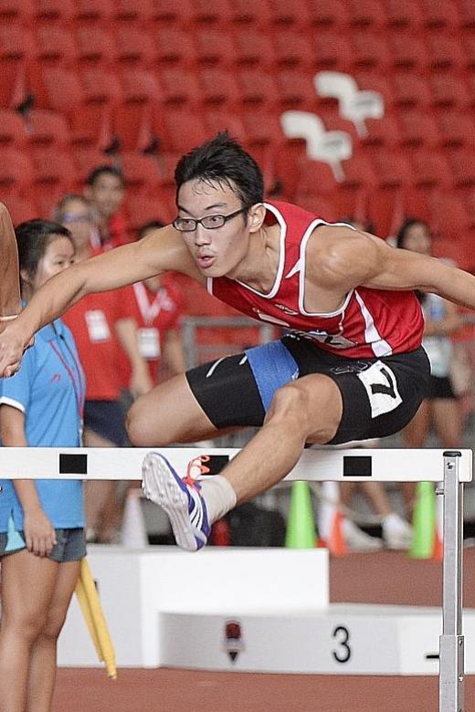 Hurdler Ang rewrites his national mark