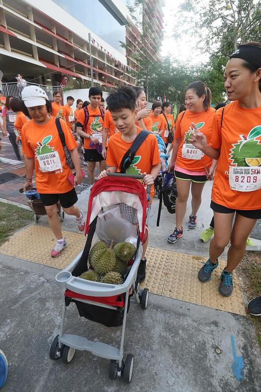500 people run with durians for charity
