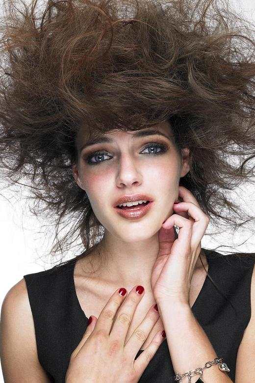 Fret knot, tame that frizz in seven steps