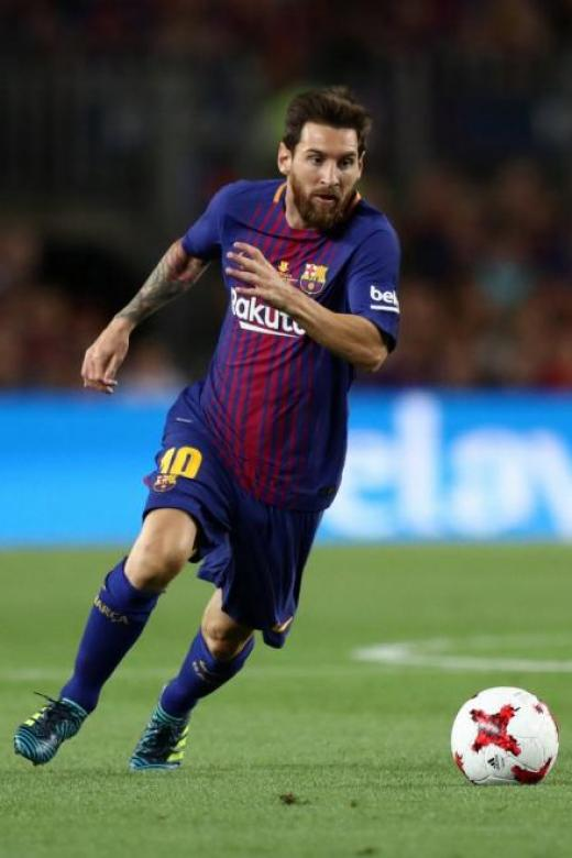 Barca chief: Messi's new deal signed by father