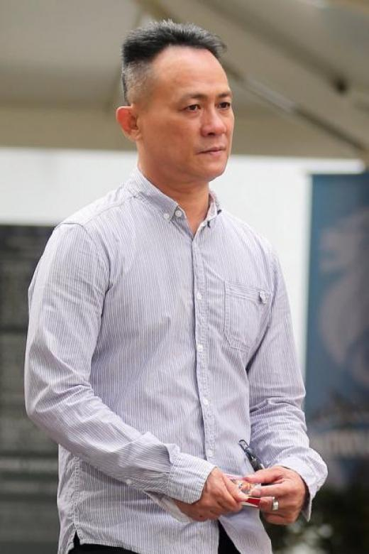 Man who chased cabby around taxi after disagreement jailed for assault