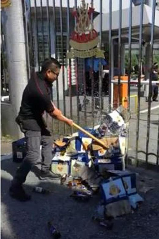 Politician smashes beer bottles in protest