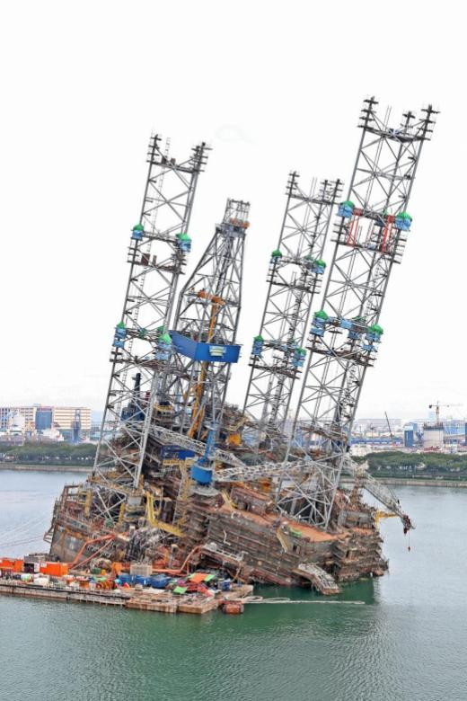 Firm fined $400k over oil rig incident