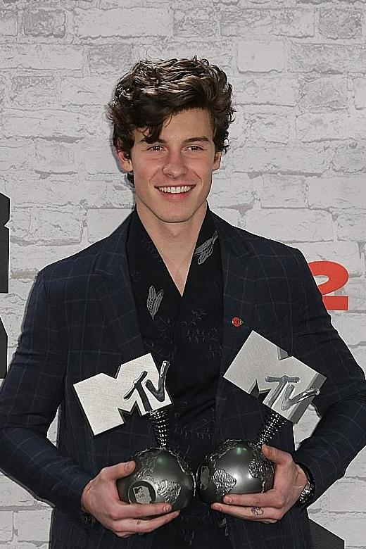 Thor reigns at North American box office Female bodybuilders set new beauty standards Shawn Mendes the biggest winner at EMAs