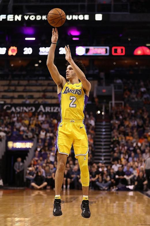 Lonzo has ball of a time