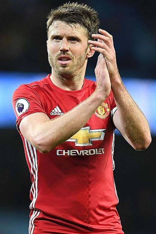 Mourinho offers Carrick coaching role at Man United