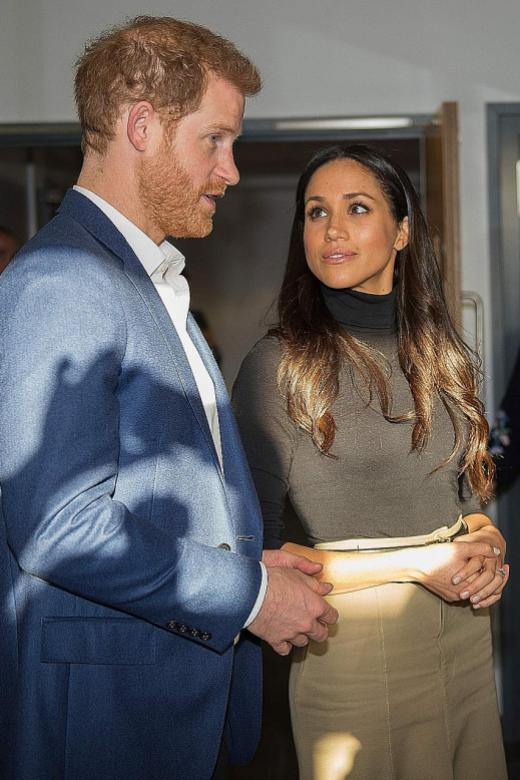 Prince Harry, fiancee Markle delight crowd on first official walkabout