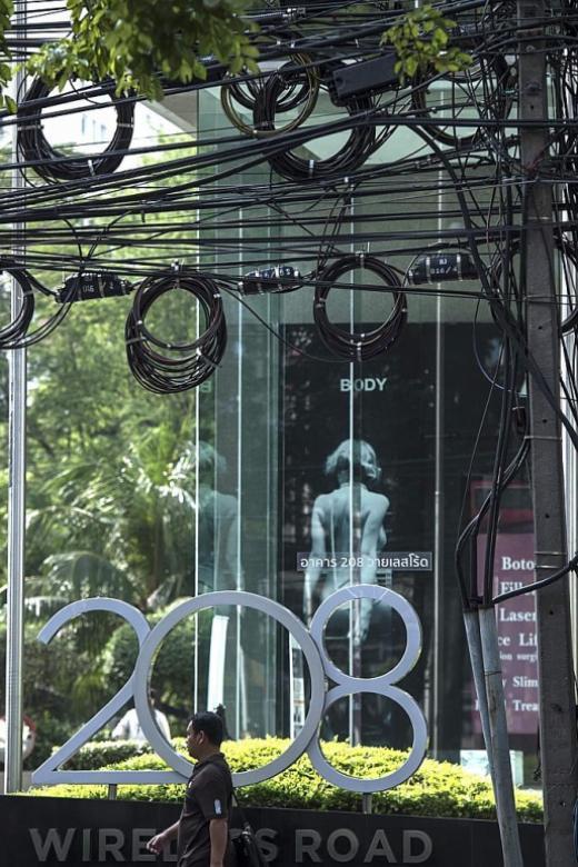 Bangkok tackles street cable mess