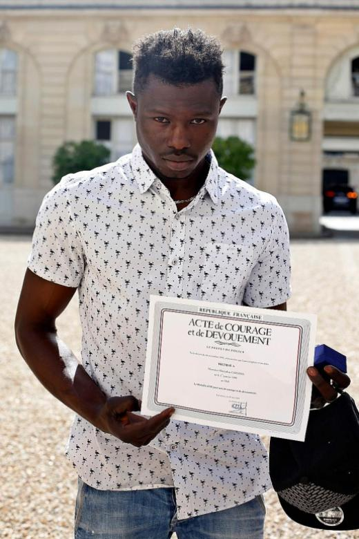 Malian 'Spider-Man' to be granted French citizenship