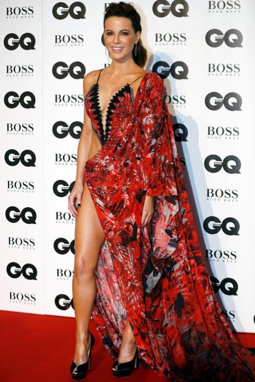 Elle Fanning back on red carpet in fairy-tale princess mode