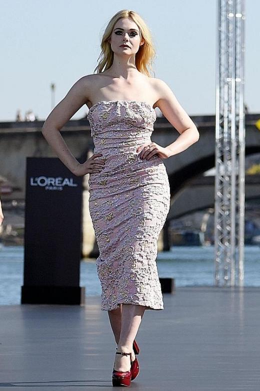 L'Oreal makes runway splash on the Seine during Paris Fashion Week