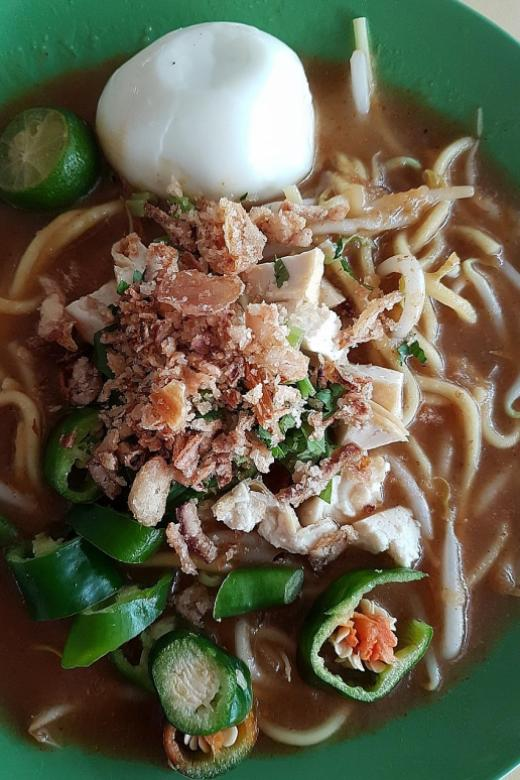Makansutra: Cheap and good mee rebus, mee soto and soto ayam at $2.50