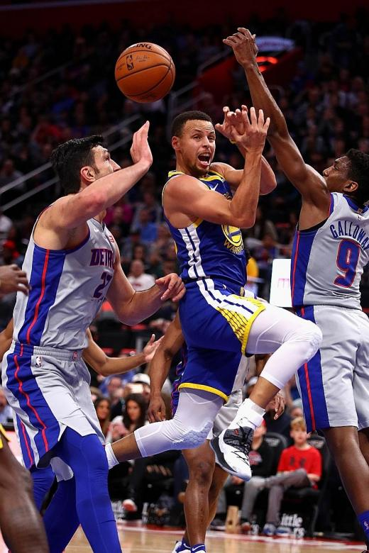 Pistons spoil Curry's return