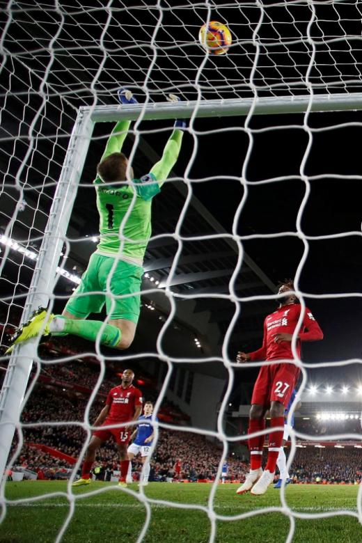 Pickford apologises for gaffe against Liverpool