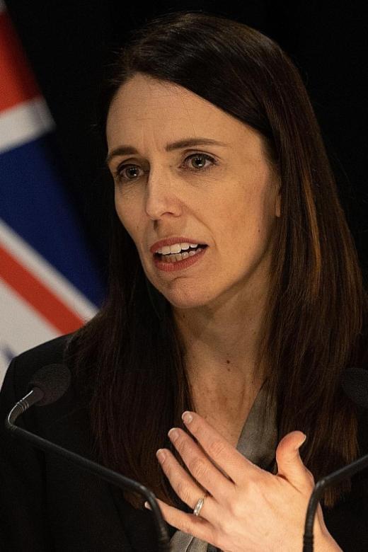 Auckland lockdown extended, masks mandatory on NZ public transport