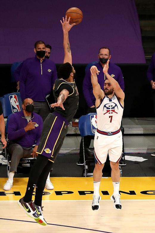 Depleted Lakers' victory is a statement: Anthony Davis