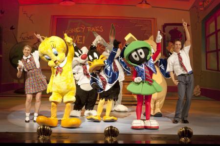 Looney Tunes backstage as opera dies