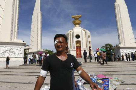 Thai army threatens to intervene