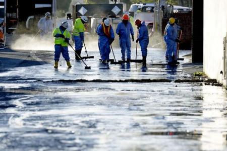 38,000 litres of crude oil cover LA streets