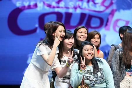 Local fans go make-up free for Song Ji Hyo