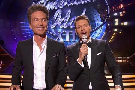 Seacrest sings off-key on American Idol stage