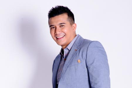 Aaron Aziz takes home Best Actor, Most Popular Artiste in M'sia