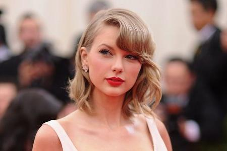 Everyone wants to be Taylor Swift's friend