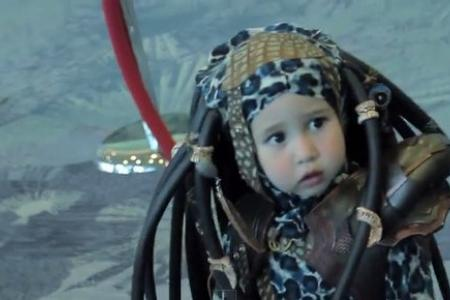 Kid cosplays as Predator and it's the cutest thing ever