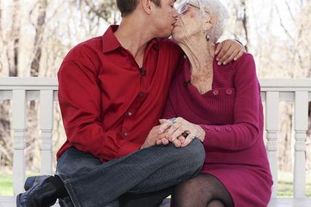 Man, 31, dating woman, 91