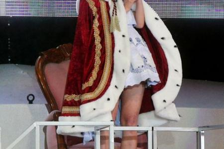 Mayu Watanabe is the new leader of AKB48