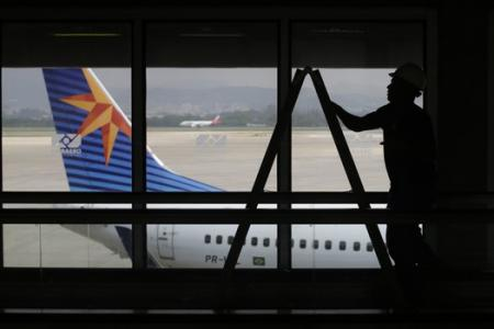 Rio airport staff declare 24-hour partial strike for World Cup kick-off