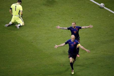 Holland demolish Spain 5-1