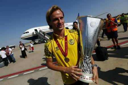 Barcelona agree deal for Sevilla schemer Rakitic