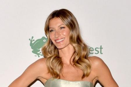 Gisele Bundchen to give away World Cup trophy