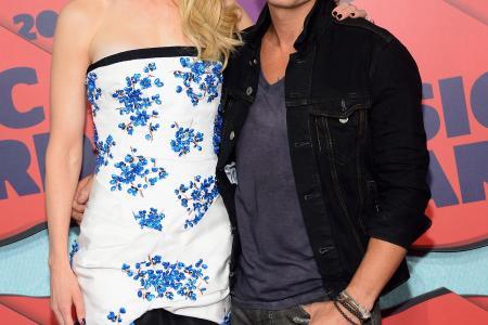 Nicole Kidman and Keith Urban sing at hospital