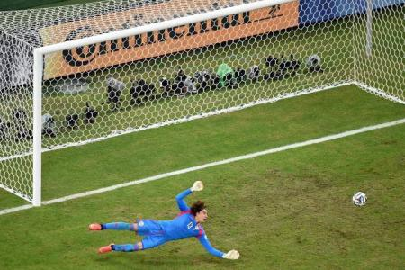 Mexico spoil Brazil's party by drawing 0-0