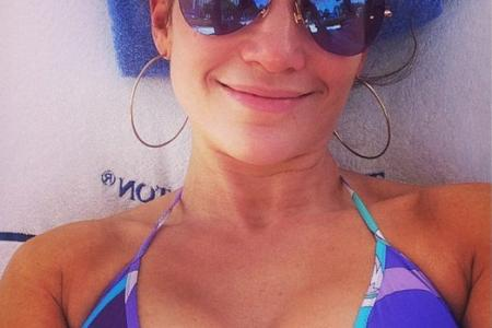 Celebs post sexy bikini selfies