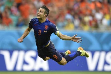 Robin van Persie's grandfather recreates amazing header against Spain