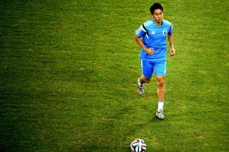 Japan's  Kagawa bathes with teammates to wash away blues