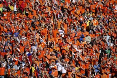Holland narrowly defeats Australia 3-2